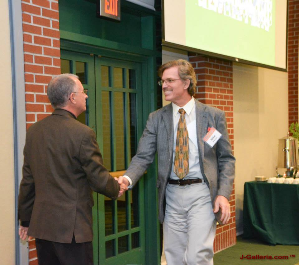 Mike Wightman accepts congratulations from Bruce Nocita (past President) as he takes over as President of the USF Geology Alumni Society.